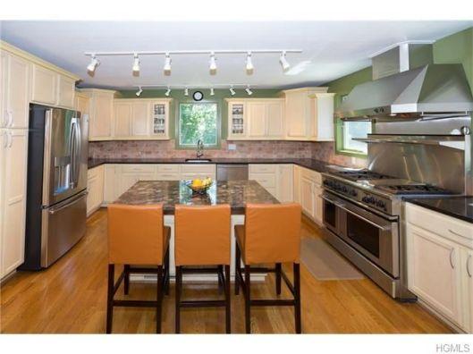 5 overlook oval kitchen