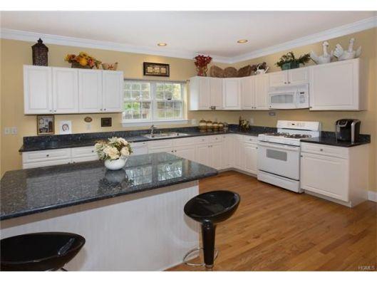 24-woody-brook-kitchen